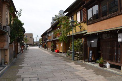 にし茶屋街の街並