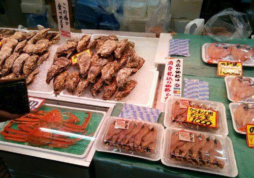 近江町市場鮮魚店の様子