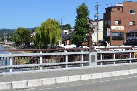 鍛冶橋から見える宮川朝市