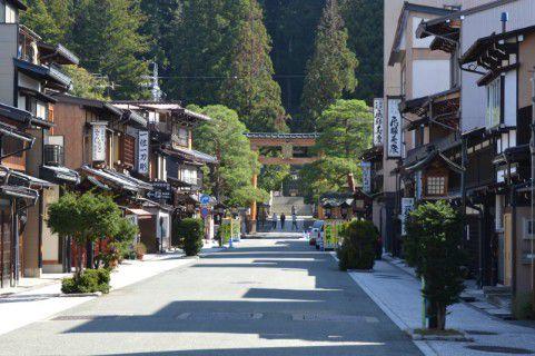 櫻山八幡宮前
