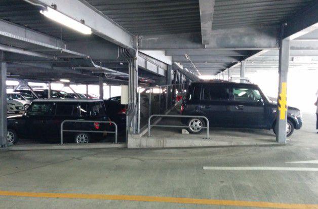 市営駐車場内