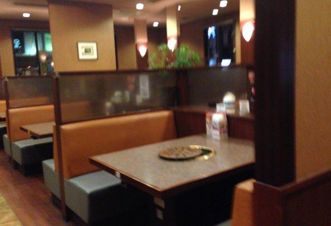 安楽亭太田高林店のテーブル席