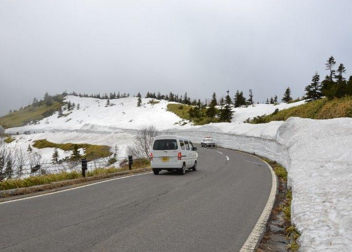 雪の回廊地点の駐車スペースから撮影