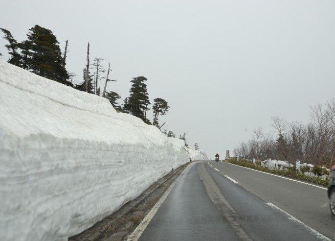 志賀草津高原ルートの道路の雪の状態