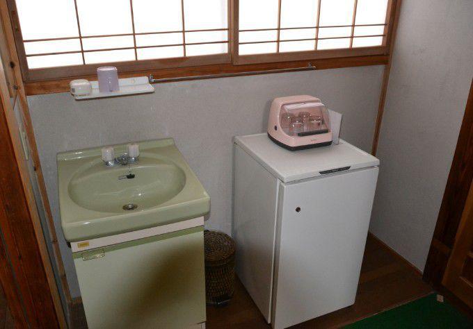 洗面台と冷蔵庫