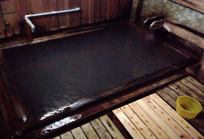 一番湯「初湯」の湯船