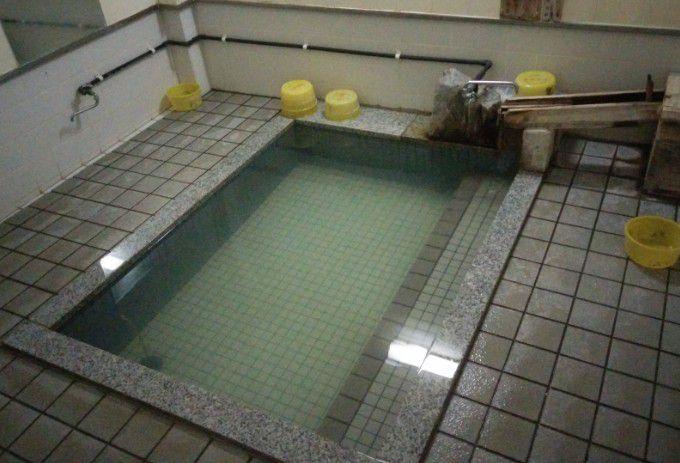 五番湯「松の湯」湯船