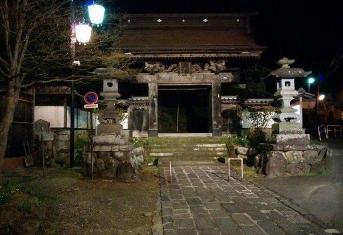 夜の温泉寺