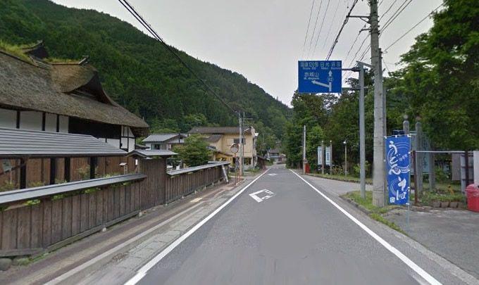 南郷温泉しゃくなげの湯の前の道路