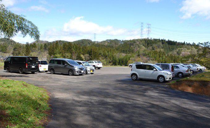 岩櫃山平沢登山口駐車場