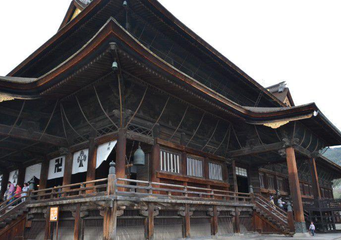 善光寺本堂の側面