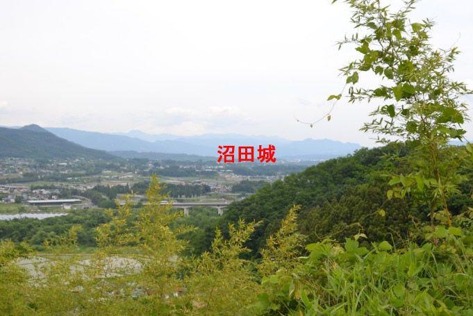 ささ郭から沼田城あたりを眺める