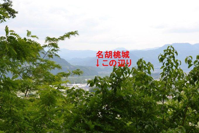 沼田城ビューポイントから名胡桃城を見る