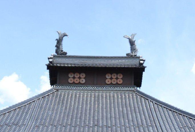 長国寺本堂の六文銭