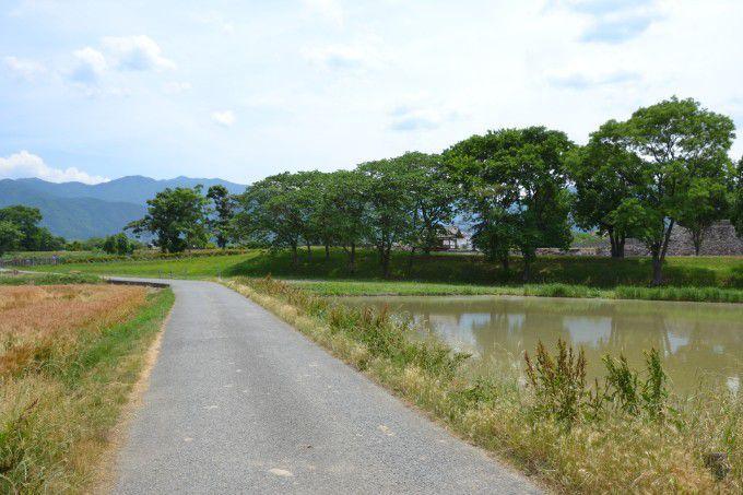 松代城の回りの田んぼの小道