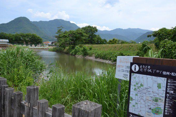 松代城土塁の池