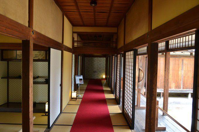真田邸内の廊下
