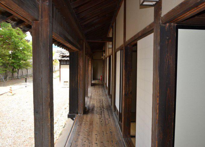 文学所の廊下