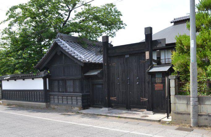 小山田家の門と塀
