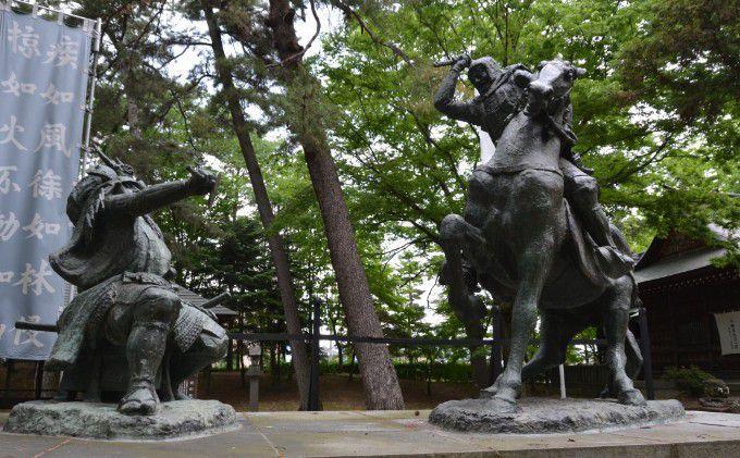 武田信玄上杉謙信一騎打ちの像