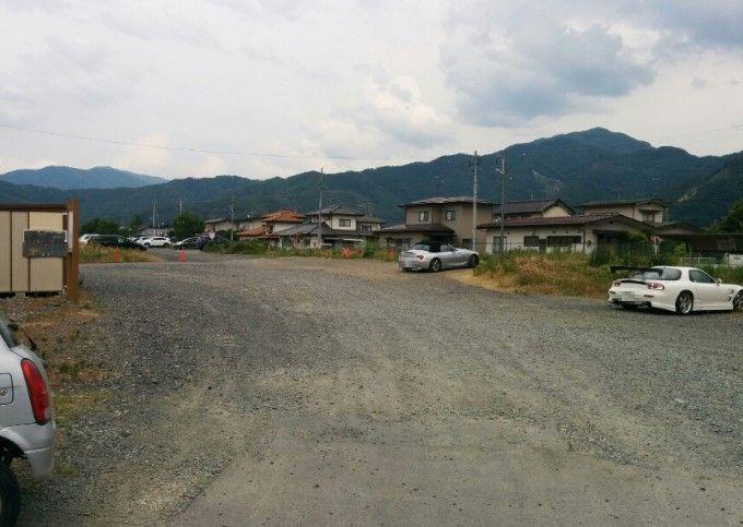 山本勘助の墓駐車場