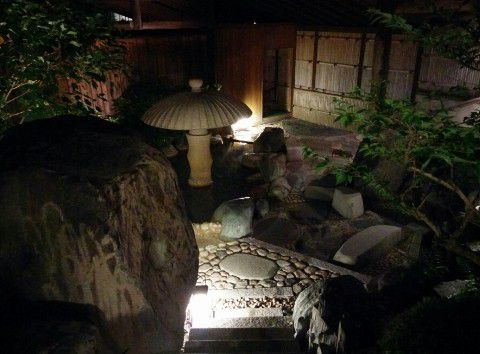 夜の隠れ湯の雰囲気