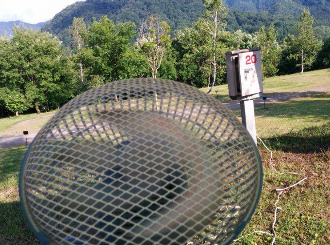 キャンプ場で扇風機