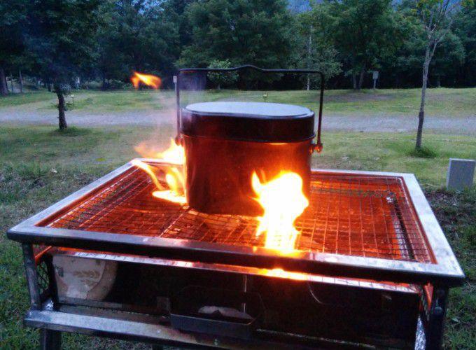 飯盒で飯炊き