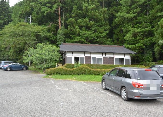 三夜沢赤城神社駐車場トイレ