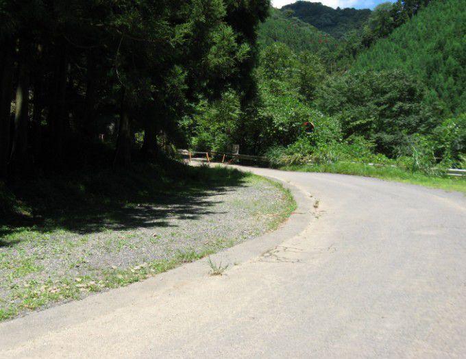 登山口前の駐車スペース