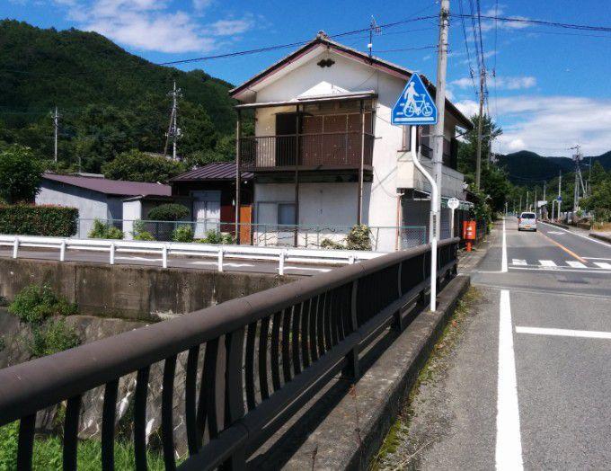 忍野川の橋の上