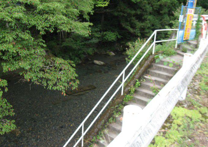 梅田ふるさとセンター前の桐生川