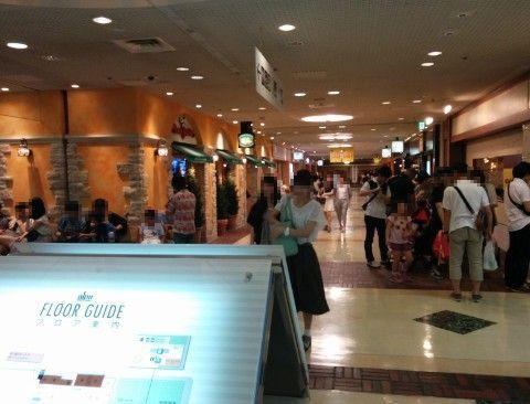 Jワールド東京前のレストラン街の様子