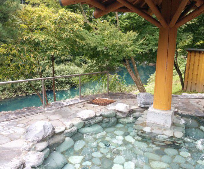 露天風呂と四万川