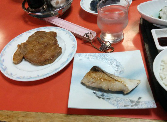 豚肉ステーキとブリの照り焼き
