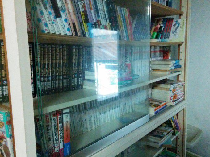 漫画などの書籍棚