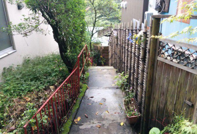 湯之沢館への小道