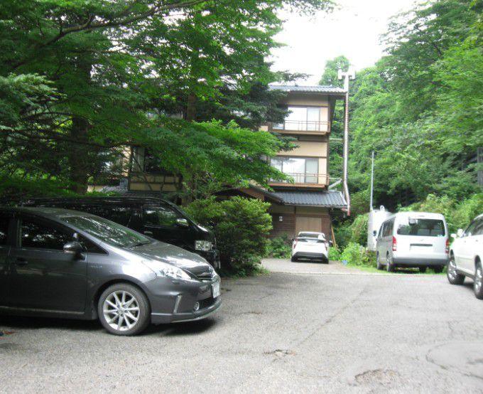滝沢館の駐車場