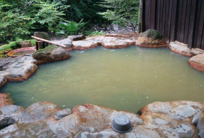 滝沢館の露天風呂の様子