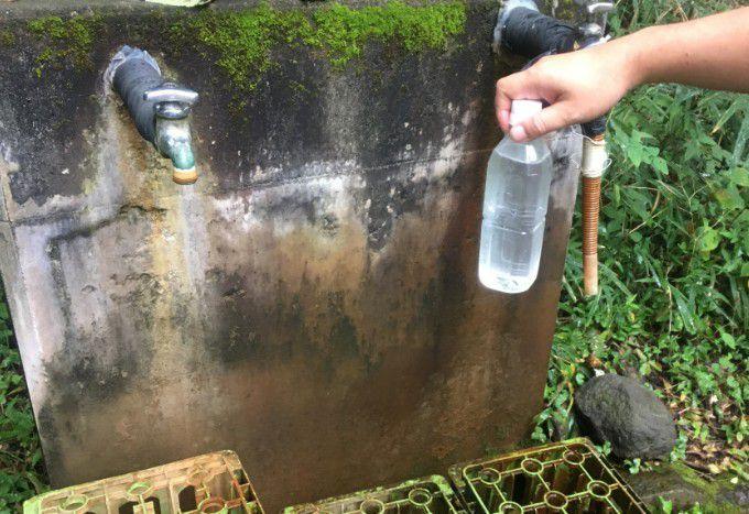 ペットボトルに入れた猿川温泉