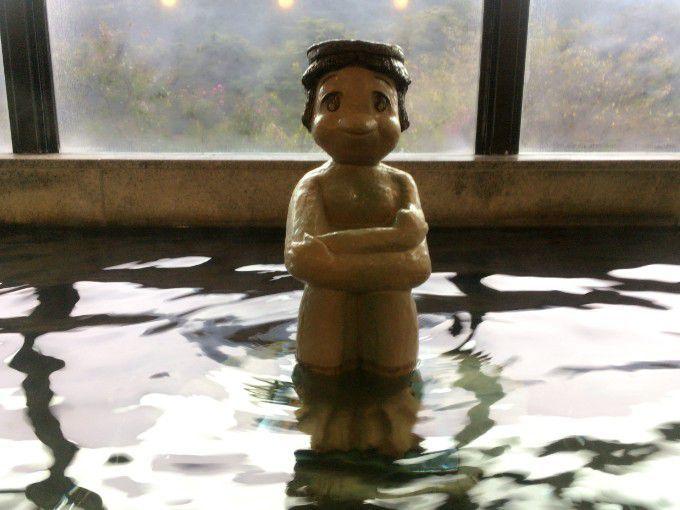 内湯の真ん中にあるカッパの像
