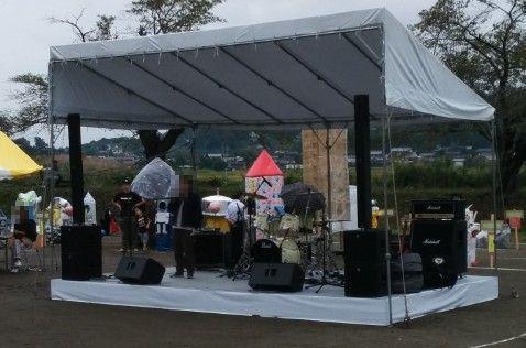 かかし祭りのステージ
