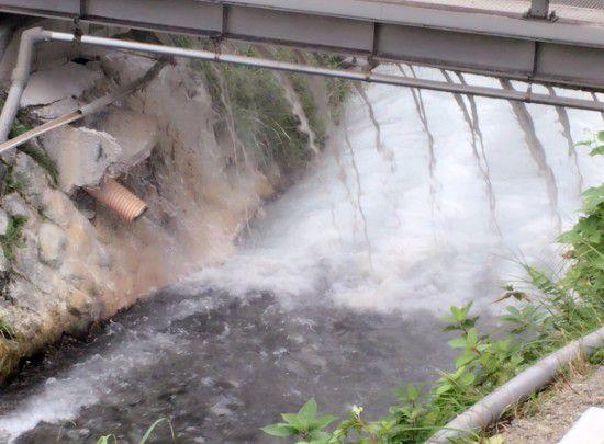 大滝の湯の隣の川