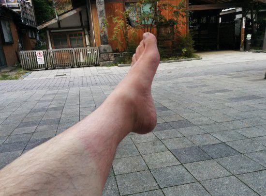 地蔵の湯で赤くなった足