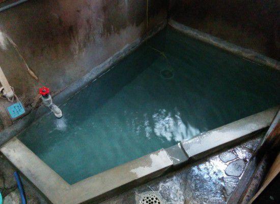 関の湯の男湯の湯船