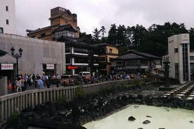 湯畑と一井と山本館