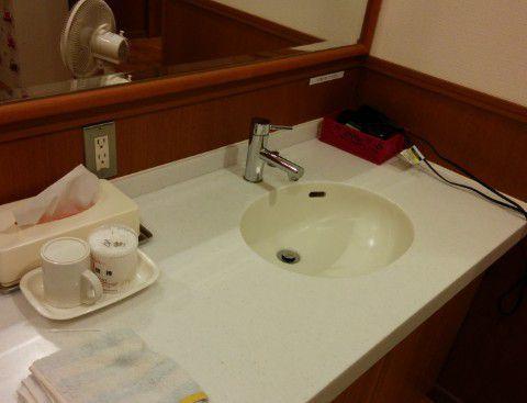 脱衣所の洗面台とドライヤー