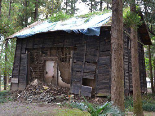 長楽寺で朽ちてた建物