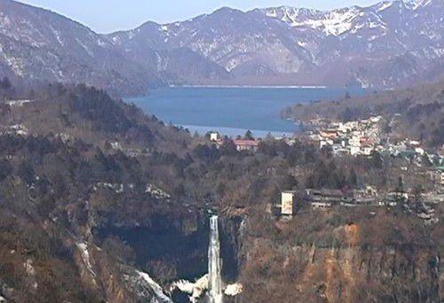 雪化粧した中禅寺湖と華厳の滝