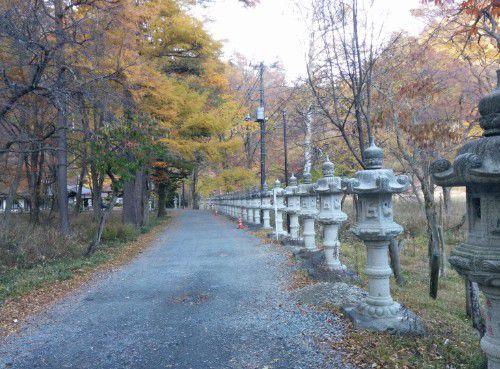 温泉寺境内に石燈籠